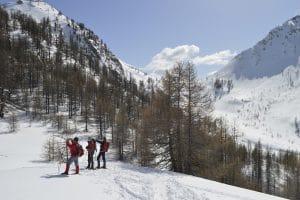 Trekking neige avec détours en montagne