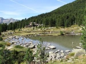 refuge Bagnur et son lac autour du Mont-Viso